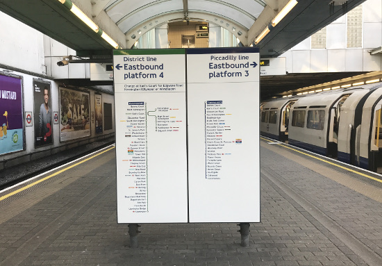 Changing between the Piccadilly and District line at Hammersmith station